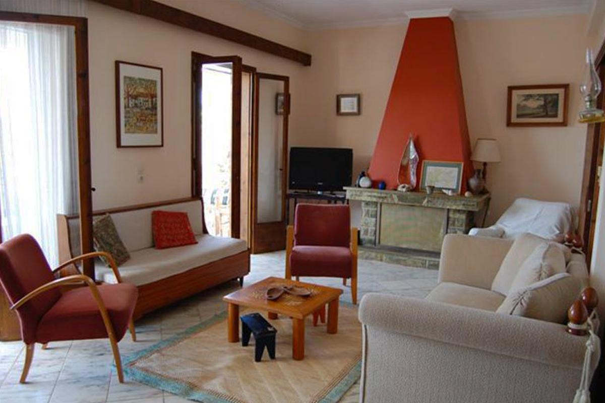 https://www.villas-alonissos.com/wp-content/uploads/2020/01/villa-iguana-greece.jpg